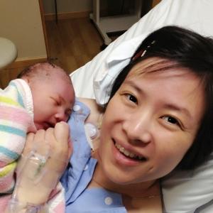 刚刚出生几分钟,在产房里 :D